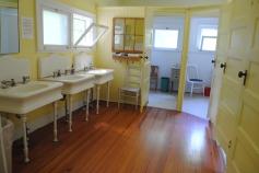 Fuller House bathroom